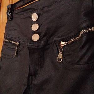 Black high-waisted pants/leggings